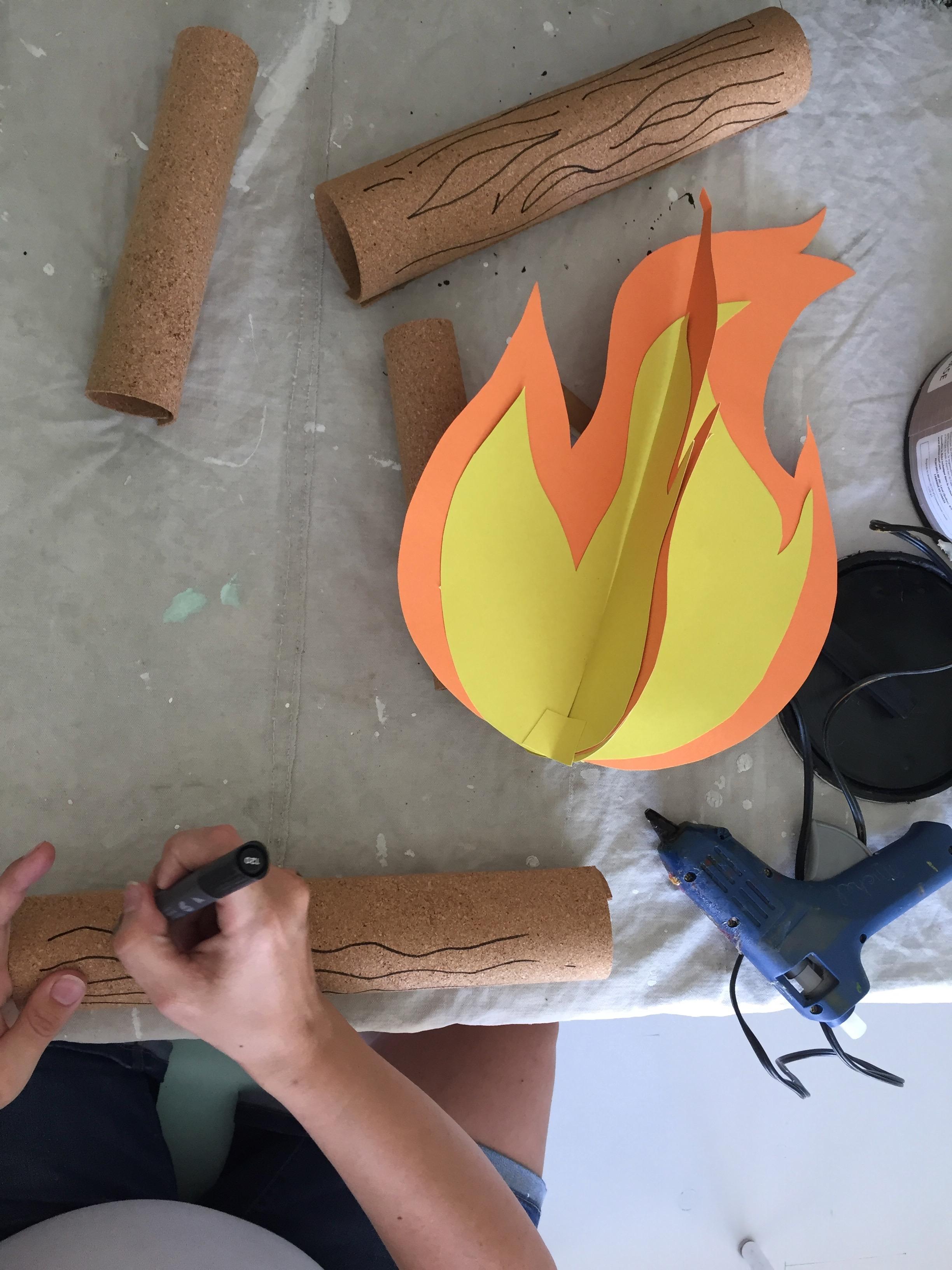 un feu de camp dans la chambre des enfants comme veilleuse la r cr ation. Black Bedroom Furniture Sets. Home Design Ideas